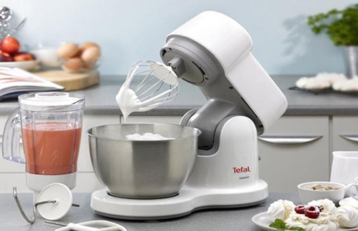 Sử dụng máy đánh trứng đánh kem